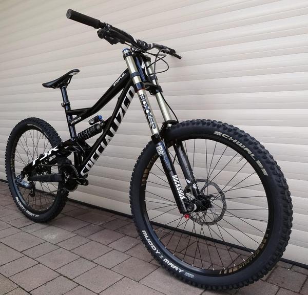 specialized status ii 2 downhill freeride bike 2013. Black Bedroom Furniture Sets. Home Design Ideas