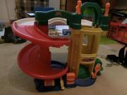 Spielzeug- Parkhaus