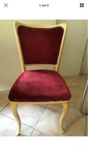 Stühle mit rotem