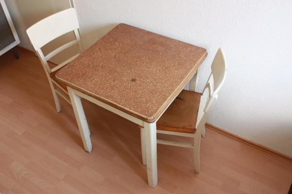 tisch aus den 1950ern mit zwei passenden st hlen in. Black Bedroom Furniture Sets. Home Design Ideas
