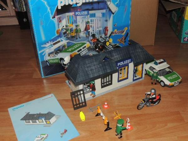 tolles weihnachtsgeschenk playmobil polizeistation. Black Bedroom Furniture Sets. Home Design Ideas