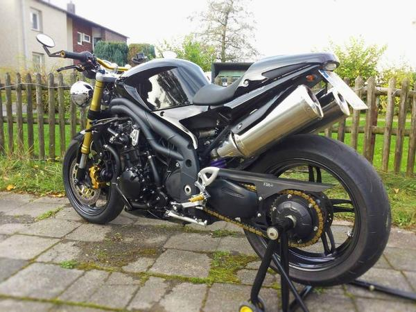 triumph speed triple 1050 in gelsenkirchen unfall. Black Bedroom Furniture Sets. Home Design Ideas