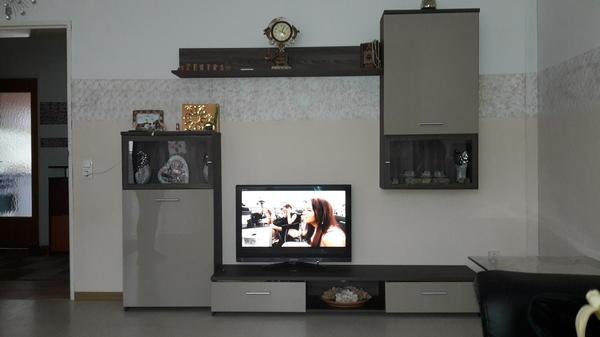 Tv schrankwand mit hochglanz in mainz for Tv schrankwand