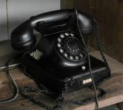 uraltes Bakelittelefon schwarz
