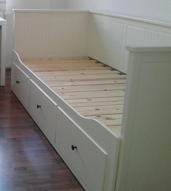 verkaufe mein fast neues hemnes tagesbettgestell von ikea in erlangen ikea m bel kaufen und. Black Bedroom Furniture Sets. Home Design Ideas