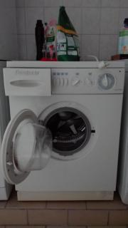 Voll funktionierende Waschmaschine