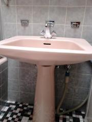 Waschbecken mit Säule