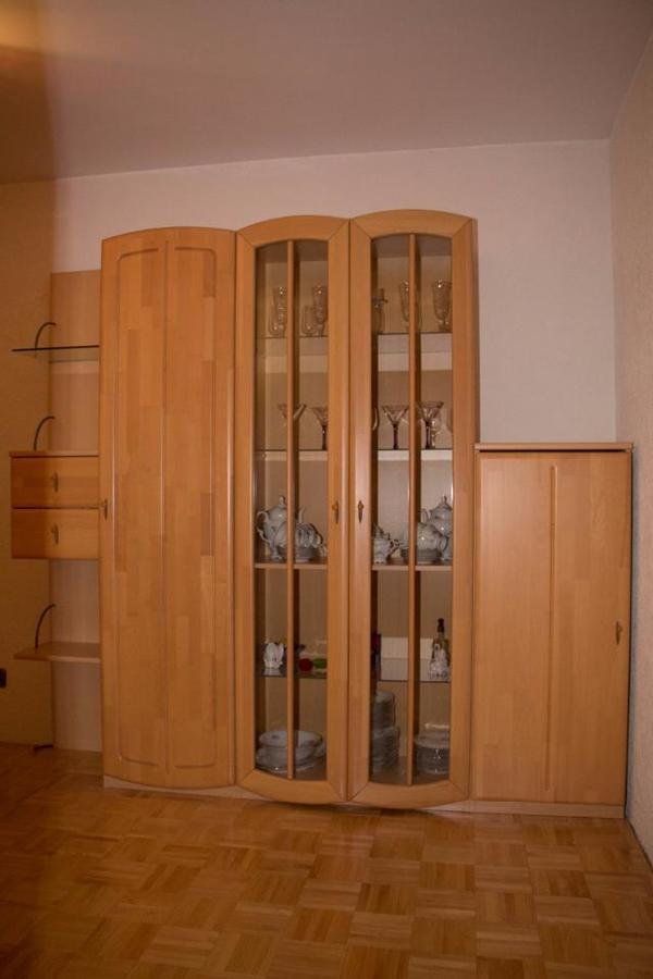 wohnwand buche teilmassiv kaufen gebraucht und g nstig. Black Bedroom Furniture Sets. Home Design Ideas