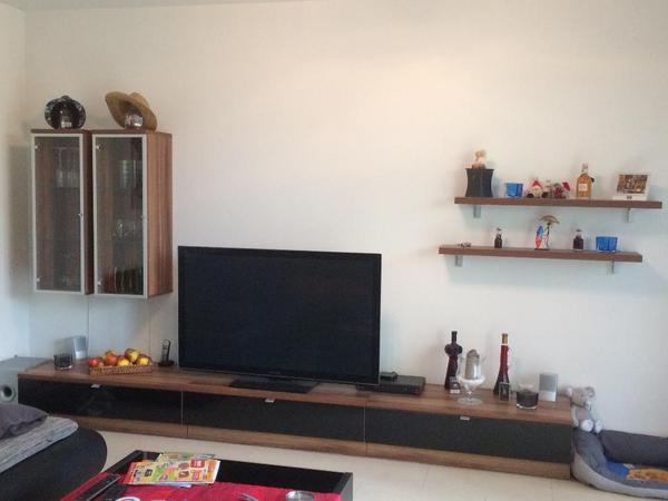 Hallo verkaufen eine gut erhaltene wohnwand in der farbe for Wohnwand braun schwarz