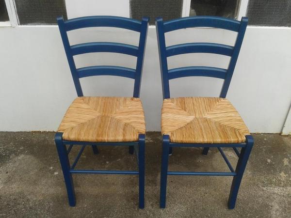 zwei gut erhaltene m belum k chenst hle mit bastsitz zu verkaufen. Black Bedroom Furniture Sets. Home Design Ideas