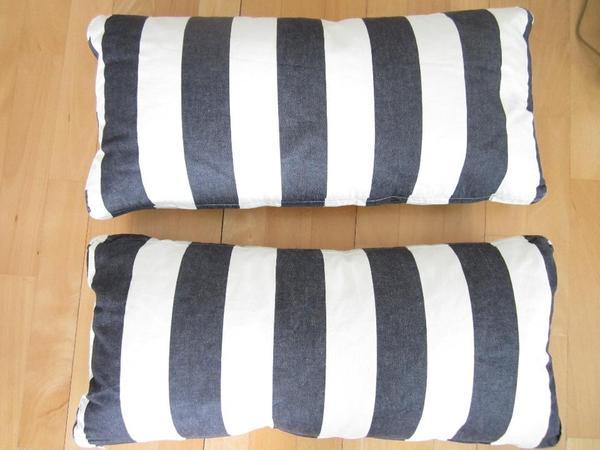 zwei schwarz wei gestreift kissen in m nchen polster sessel couch kaufen und verkaufen. Black Bedroom Furniture Sets. Home Design Ideas