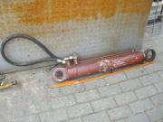 2 große Hydraulikzylinder