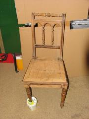 Alter Holzstuhl zum