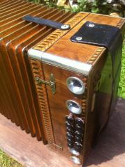 Antike Wurzelholz-Harmonika