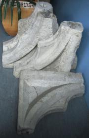 Antiker Gothic Fries besteht aus