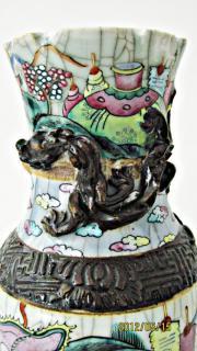 Asiatische Vase mit Absplitterung