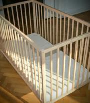Baby-Bett inkl Matratze 2 x vorhanden