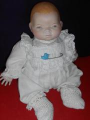 bezaubernde alte Baby- Puppe aus