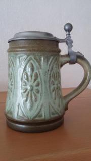 Bierseidel aus Porzellan mit Zinndeckel
