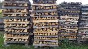 Brennholz gespalten und