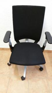 Büroschütühl im schwarzem