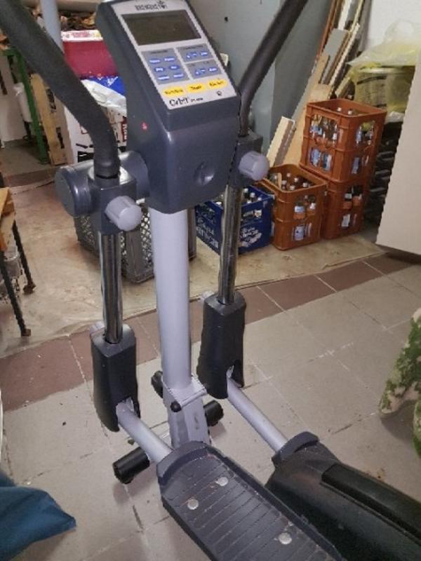 Crosstrainer Orbit R plus bremshey - Wendelstein - Crosstrainer mit Ergometer in guten Zustand, selten benutzt. Höhe: 159 cmLänge:120 cmBreite: 40 cm9 Volt Kabel fehlt.Ab sofort abholbereit. - Wendelstein