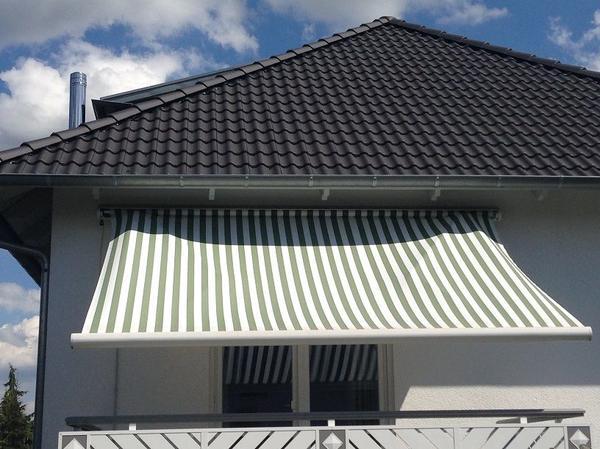 Markise balkon elektrisch perfect balkon sichtschutz grau Markise terrasse elektrisch