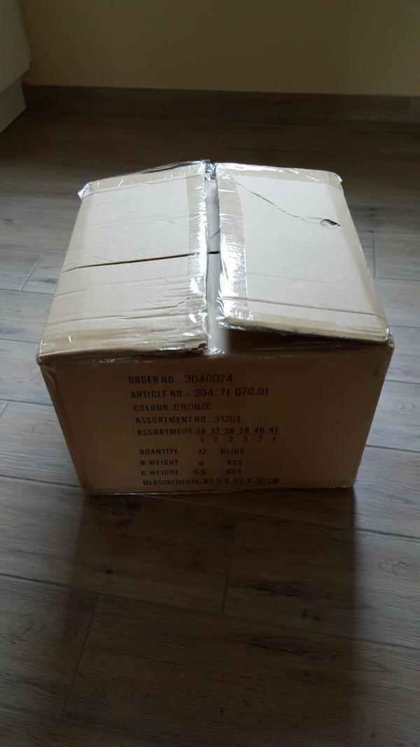 flohmarkt karton gebraucht kaufen nur 3 st bis 65. Black Bedroom Furniture Sets. Home Design Ideas