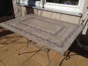 Gartentisch mit Steinplatte