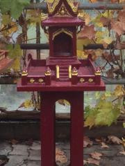geweihtes thailändisches Geisterhaus Stein mit