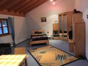 Großes möbliertes Zimmer