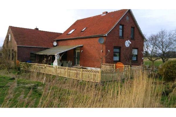Haus zur Pferdehaltung mit Reitplatz Stall und Weiden in