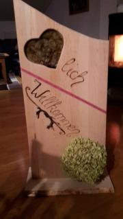 Herzlich-Willkommen Eingangsschild aus Erlenholz
