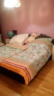 Kleiderschrank, Doppelbett mit