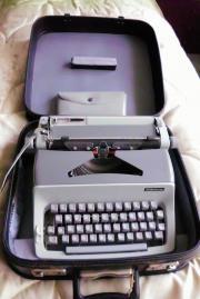 Kofferschreibmaschine zu verkaufen