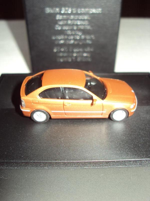 Miniaturauto BMW 325 ti compact Sammlerstück - München Untergiesing-harlaching - Das Miniatur - Modellauto ist ein BMW 325 ti compact, ein Sammlermodell kupfermetalic mit der Nr.: 80 41 0 024 434, ist neu und in der Originalverpackung. Der angebotene Artikel stammt aus meinem Privatesitz. - München Untergiesing-harlaching