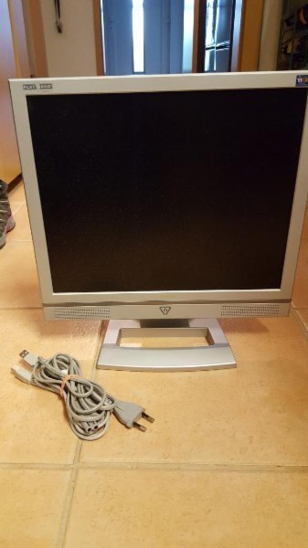 monitor 32 gebraucht kaufen nur 3 st bis 75 g nstiger. Black Bedroom Furniture Sets. Home Design Ideas