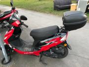 Motorroller/Scooter zu