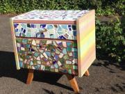 Nachttisch mit Mosaik klassische Form