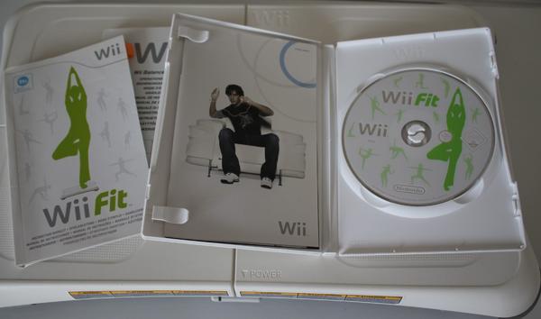 Nintendo Wii FIT mit original Nintendo Balance Board - weiss ! - Seeheim-jugenheim - Verkaufe Nintendo Balance BoardFarbe: weißmit Wii FIT Softwareinklusive Spielanleitungund Balance Board BedienungsanleitungBatterien für das Balance Board sind enthalten.Das Gerät ist gebraucht, war aber nur kurzzeitig in Nutzung,da - Seeheim-jugenheim