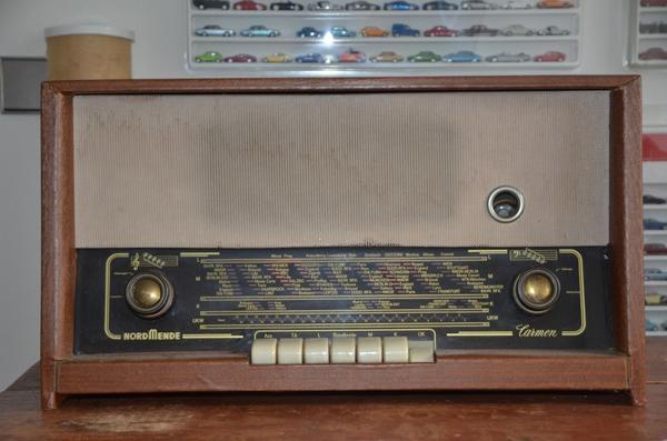 Nordmende Radio Modell Carmen, 60er Jahre, Vintage, antik! - Reutlingen - Nordmende Radio Modell Carmen, 60er Jahre, Vintage, antik! Sehr guter Zustand für das Alter des Geräts, es funktioniert gut und hat einen schönen Klang, nur wenige Gebrauchsspuren, vgl. Fotos! Ein wunderschöner Zeitzeuge, dem es sicher ni - Reutlingen