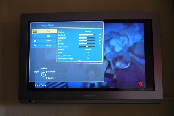 """Panasonic TX-L24C5ES 61 cm (24"""") LCD-TV silber - Bremen Borgfeld - Panasonic TX-L24C5ES 61 cm (24"""") LCD-TV silber, Originalkarton, Anleitung, Fernbedienung, Standfuß, selten benutzt, 150,00 Euro - Bremen Borgfeld"""