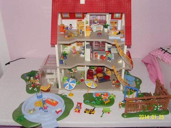 Playmobil babyzimmer playmobil neues wohnhaus spielzeug for Modernes lego haus