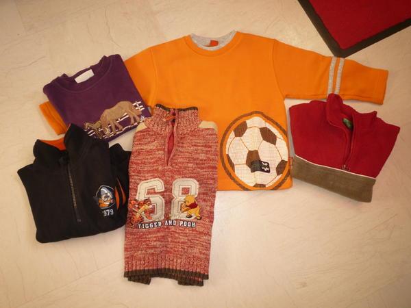 Pullis Gr. 98/104 verschiedene Farben - Durmersheim - Sweatshirts und Fleece-Pullis pro Stück 2,-. Desweiteren Socken bzw. Stoppersocken etc. Strickpulli ist weg. - Durmersheim