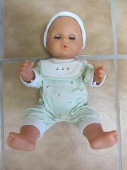 Puppe mit Kleidern