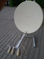 Satellitenschüssel mit Bodenständer