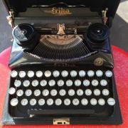 Schreibmaschine Naumann Erika antik im