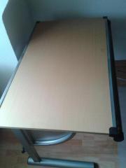 Schreibtisch mit kippbarer