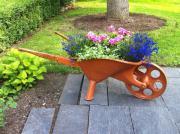 Schubkarre - als Blumenbeet