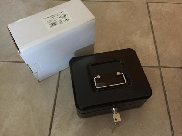 schwarze Geldkassette Gr 2 unbenutz